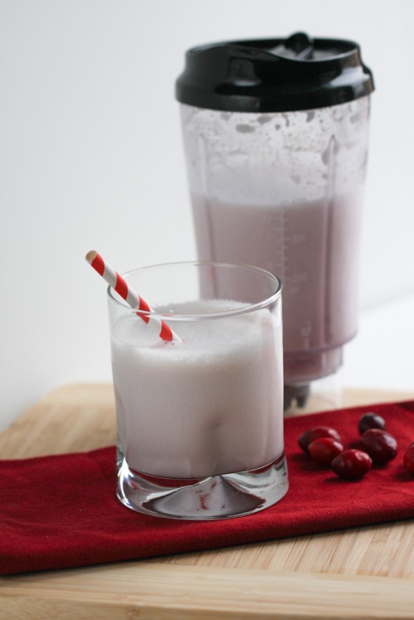 Cranberry Almond Smoothie | foodnfocus.com