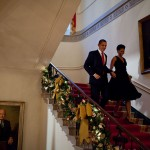 800px-Michelle_and_Barack_Obama_descend_the_Grand_Staircase_of_White_House