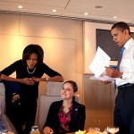 800px-Michelle_and_Barack_Obama_with_staff_in_Air_Force_One
