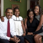 800px-Obama_family_portrait_in_the_Green_Room