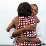 800px-Michelle_and_Barack_Obama_embrace