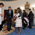 800px-Obamas_greet_visitors_in_White_House